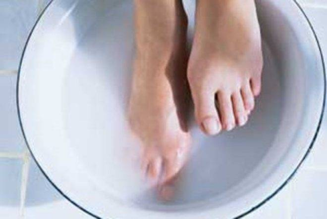 Солевая ванна для ног при подагре
