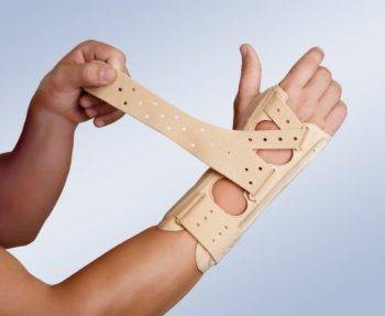 Гигрома у ребенка на руке: лечение и фото запястья у детей