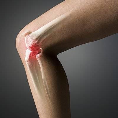Пораженный сустав колена тревожит больного ноющей болью