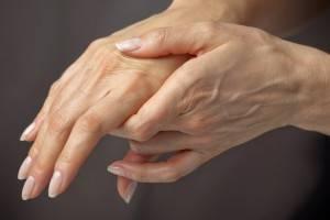 Подагра повреждает суставы рук