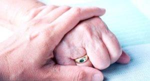 поддержка пожилых людей