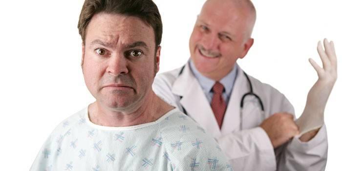 Мужчина и врач