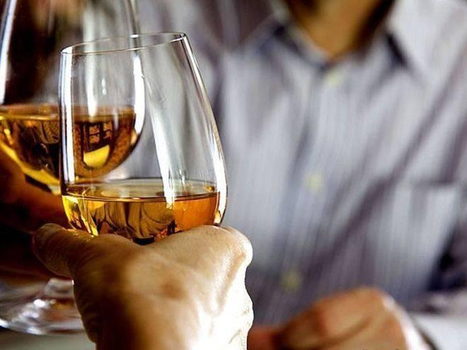 Бокалы со спиртным напитком