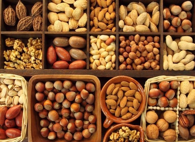 Орехи рекомендуется употреблять при зподагре