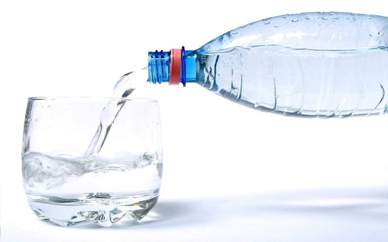 При подагре принимайте только очищенную жидкость и качественные соки