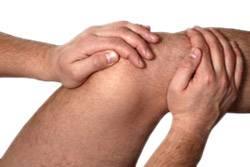 Сильно болит колено что делать — Суставы