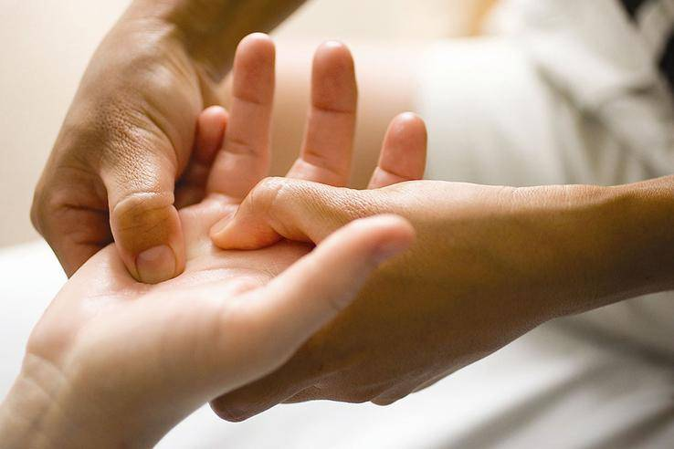 Массаж при ревматоидном артрите