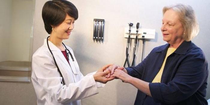 Осмотр у врача ревматолога