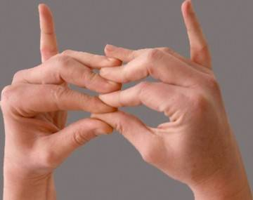 Не могу согнуть палец на руке больно