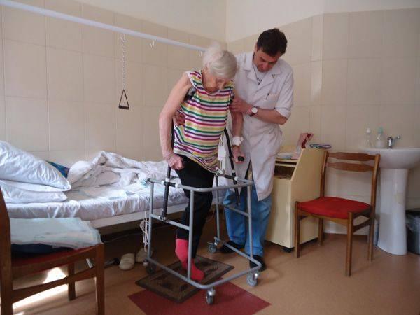 Уже через несколько дней пациент начинает учиться ходить