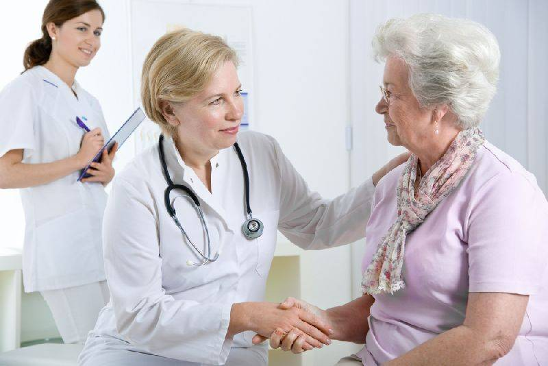 Пациент на приёме у врача-ортопеда